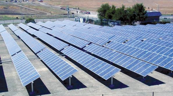 campo fotovoltaico pannelli solari energia