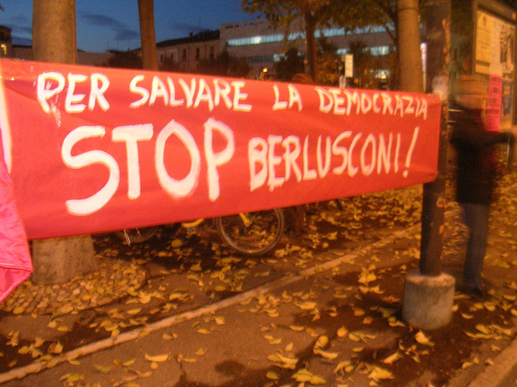 popolo viola sit-in protesta prefettura