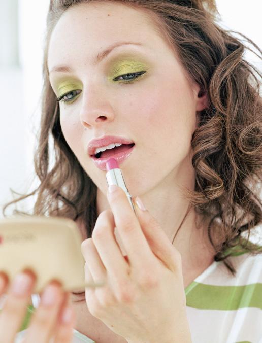 cosmetici trucco rossetto ombretto moda