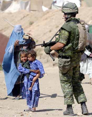 militari afghanistan guerra burqa