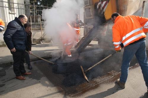 asfalto lavori stradali cantiere