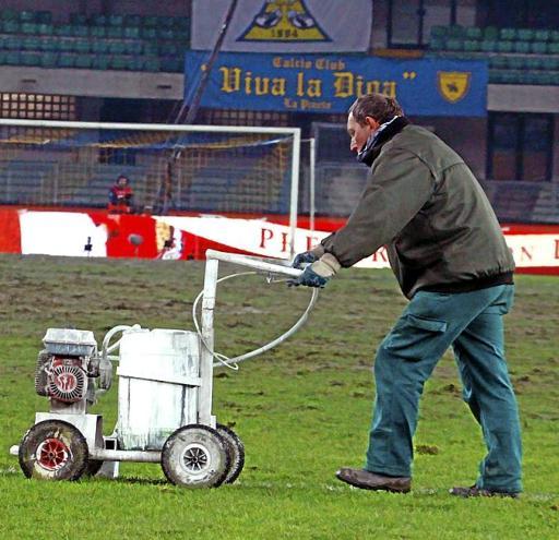 manutenzione campo sportivo calcio giardiniere