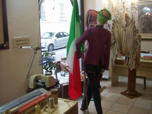 bandiera italiana tricolore negozio