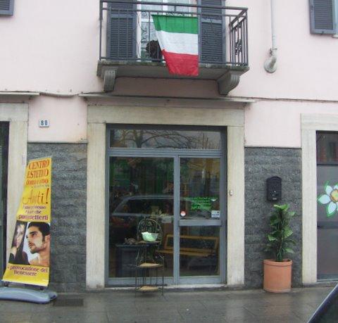 via mazzini centro estetico bandiera tricolore