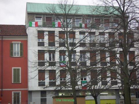 via mazzini tricolore bandiere