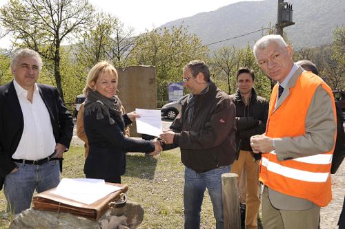 firma consegna lavoro Benedicta rossa moro dezza