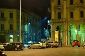 piazza garibaldi by night
