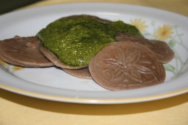 corzetti cibo piatto tipico pesto