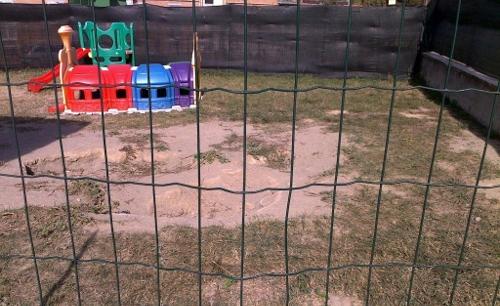 scuola giardino parco giochi buca