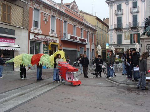 draghi ribelli disobbedienti protesta piazzetta
