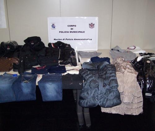 abbigliamento contraffatto tarocchi griffe falsi sequestro