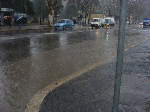 pioggia pozzanghera stazione giardini maltempo