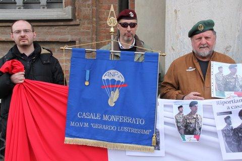 marò manifestazione paracadutisti