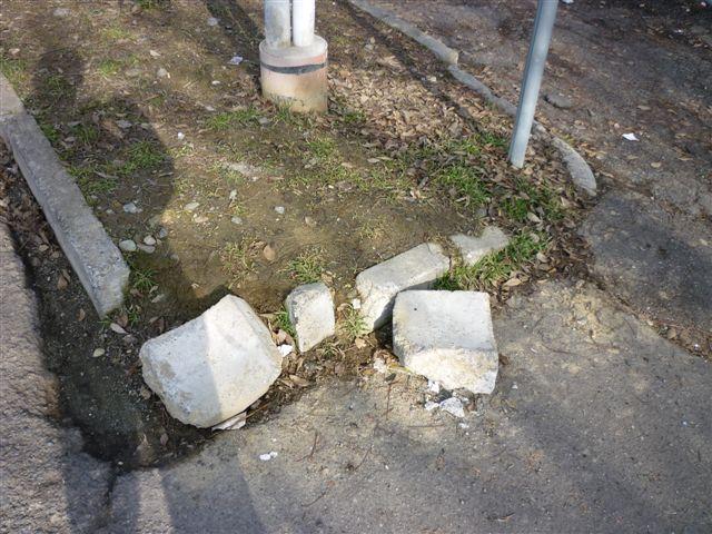piazza campora marciapiede rotto degrado