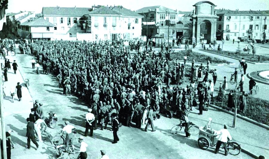 Adunata di Piazza Genova