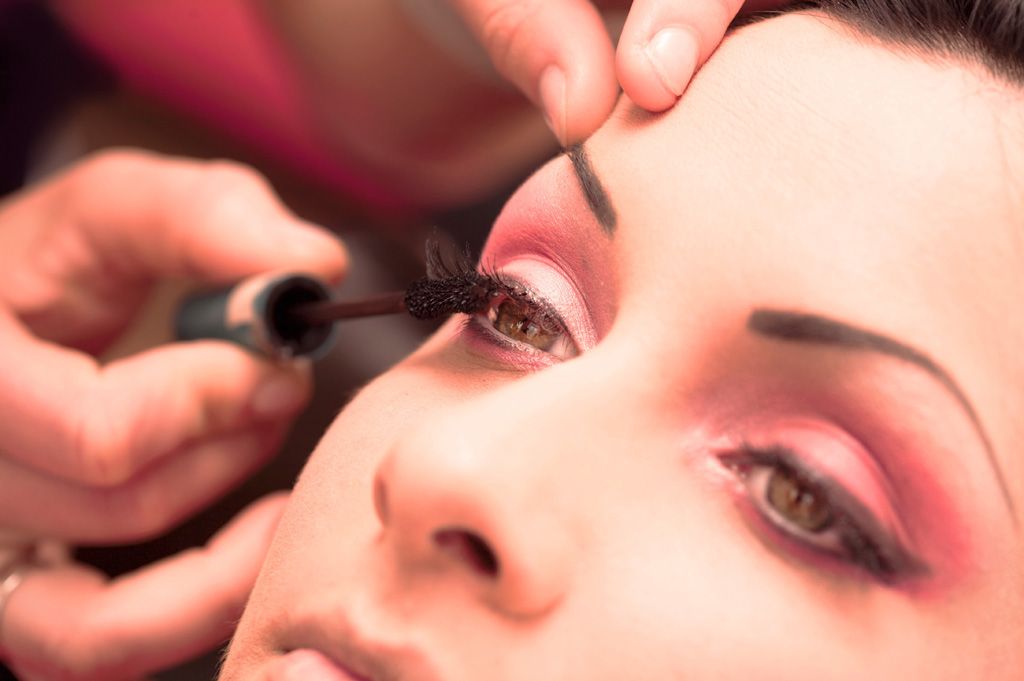 estetista estetica trucco occhi mascara rimmel viso bellezza